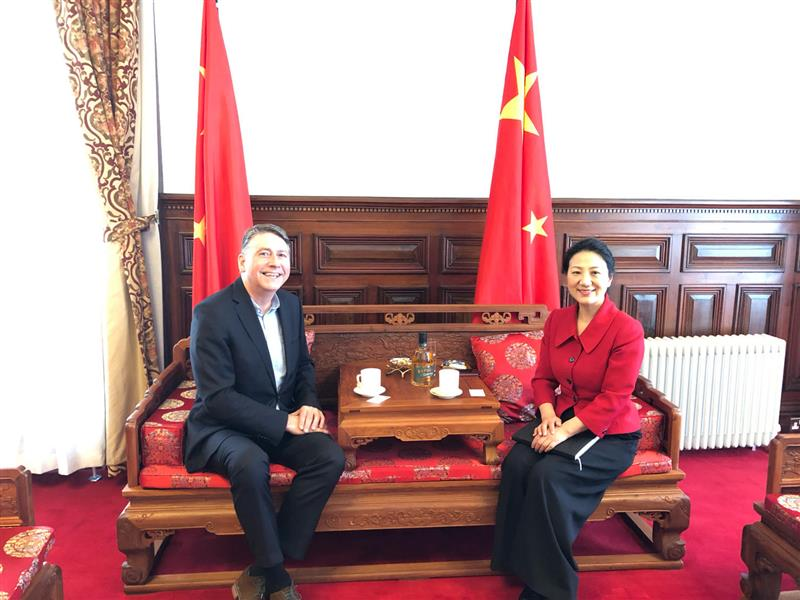 Consul General Zhang Meifang Meets with CEO of Sinowei