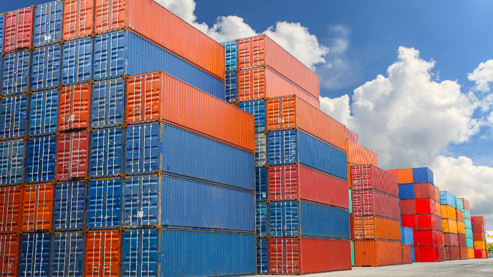 Focus: Global Trade Faces Container Shortages